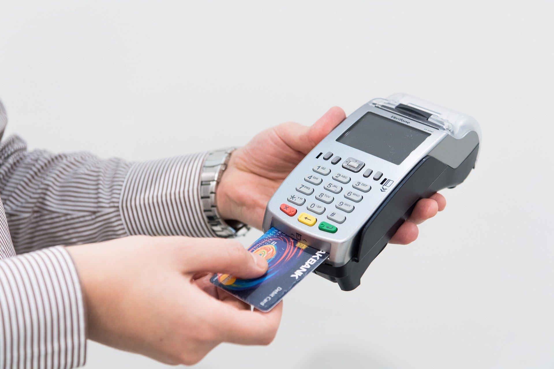 credit-card-machine-4577768_1920